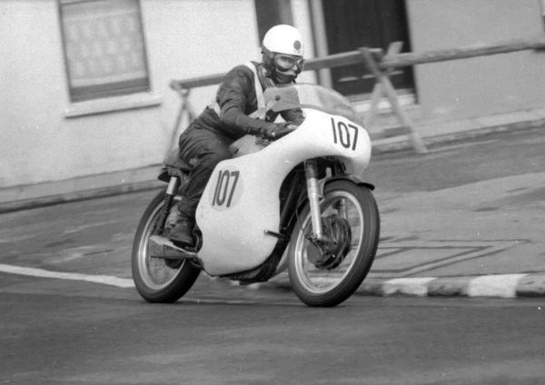 Malcolm Sharrocks (Norton) 1965 Senior Manx Grand Prix