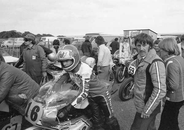 Pat Hennen (Suzuki) and Mick Grant 1977 Senior TT