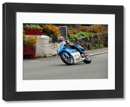 Neil Kent (Yamaha) at Ballacraine: 2009 Junior Manx Grand Prix