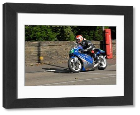 Richard Bregazzi (Honda) on Quarter Bridge Road: 2009 Lightweight Manx Grand Prix