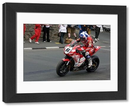 Keith Amor (Honda) starts the 2009 Superbike TT