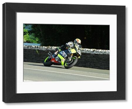 Ian Lougher (Suter) at Greeba Bridge: 2018 Superbike TT