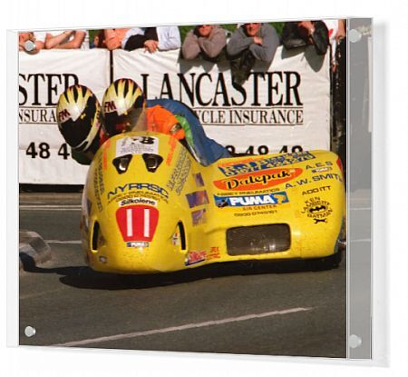 Greg Lambert & Lee Aubrey (Windle Yamaha) at Quarter Bridge: 1999 Sidecar TT