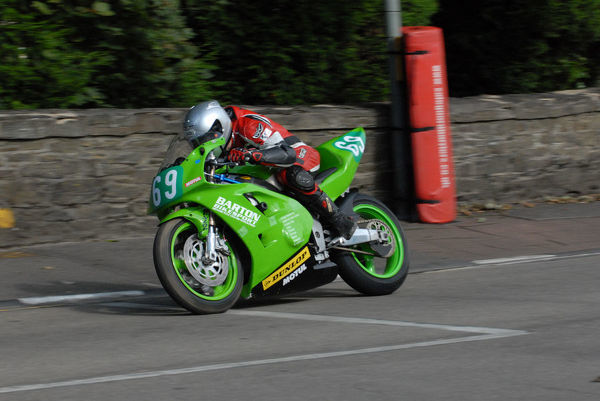 Adrian Kershaw (Kawasaki) on Quarter Bridge Road: 2009 Ultra Lightweight Manx Grand Prix