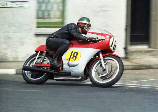 By 1969, Ago and the MV were in a class of their own. Ago won his 5th TT by eight minutes from Alan Barnett (Metisse)