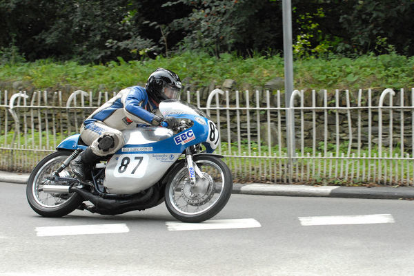 Andy Wilson (Suzuki) at Braddan Bridge: 2009 Classic TT