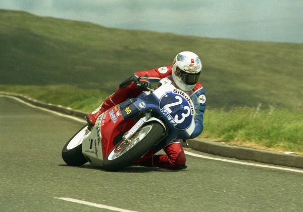 With his knee skimming the road at the Bungalow, Steve Hislop took his second TT win in the 1988 Production B TT