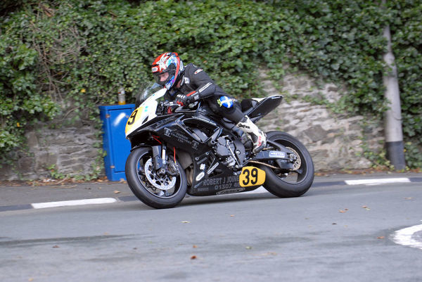 Christopher Sammons (Suzuki) leaves Governors Bridge: 2009 Senior Manx Grand Prix