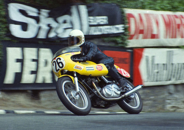Dave Cartwright (Norton) leaves Governors Bridge: 1974 Production TT