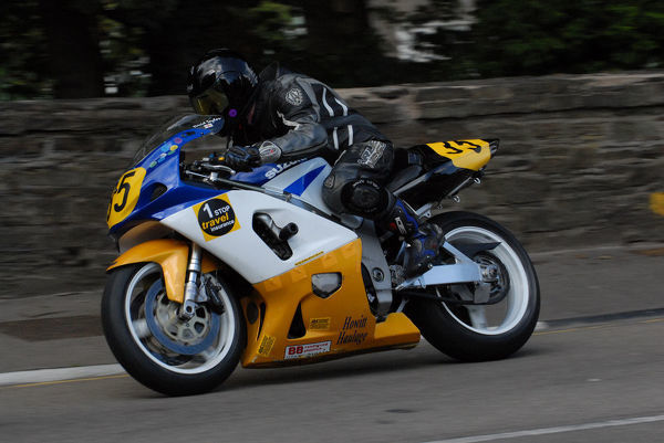 David Taylor (Suzuki) on Quarter Bridge Road: 2009 Senior Manx Grand Prix