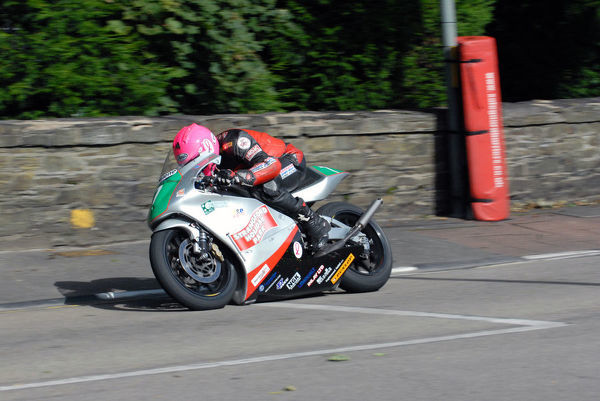 Davy Morgan (Honda) on Quarter Bridge Road: 2009 Lightweight Manx Grand Prix