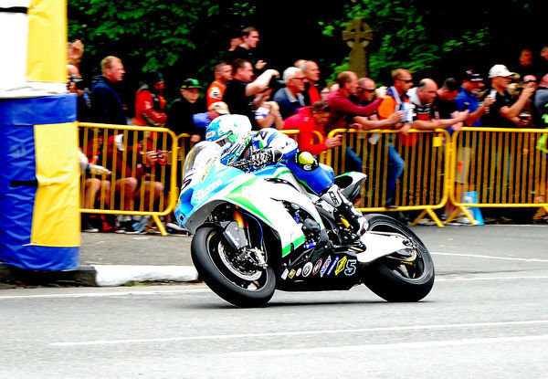 Dean Harrison (Kawasaki) leaves Ballaugh Bridge: 2018 SuperbikeTT