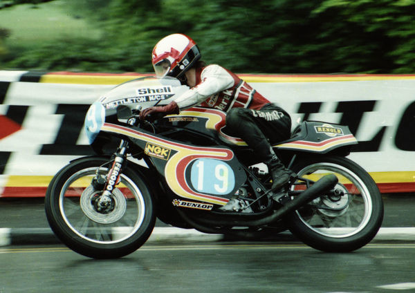 Derek Huxley (Nettleton Honda) at Quarter Bridge: 1980 Formula Two TT