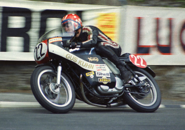 Geoff Barry (Norton) leaves Governors Bridge: 1974 Production TT