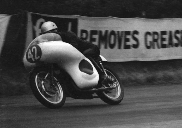 Japans Hideo Oishi (Yamaha) at Hillberry, in practice for the 1961 Ultra Lightweight TT