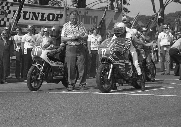 Ian Richards (Kawasaki) and Mike Hailwood (Ducati) prepare to start the 1979 Formula One TT