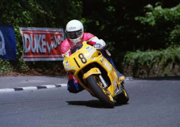 Kiwi Loren Poole (Yamaha) leaves Governors Bridge: 1994 Supersport 600 TT