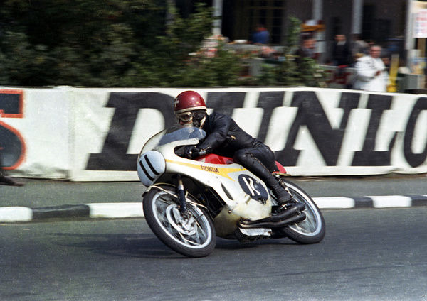 Swiss ace Luigi Taveri (Honda) at Quarter Bridge: 1966 Ultra Lightweight TT