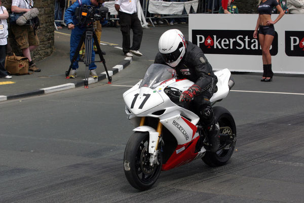 Mark Parrett (Yamaha) starts the 2009 Superbike TT