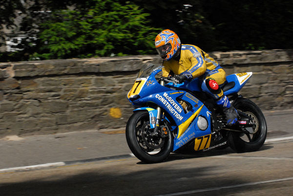 Paul Smyth (Yamaha) on Quarter Bridge Road: 2009 Senior Manx Grand Prix