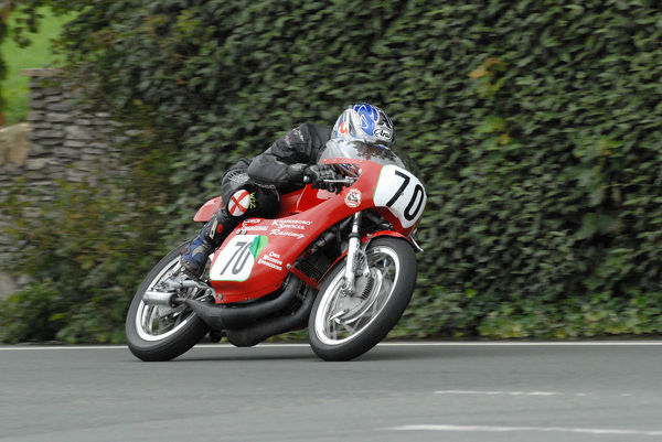 Peter Symes (Suzuki) at Cronk ny Mona: 2009 Classic TT
