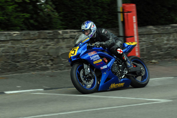 Peter Symes (Suzuki) on Quarter Bridge Road: 2009 Senior Manx Grand Prix