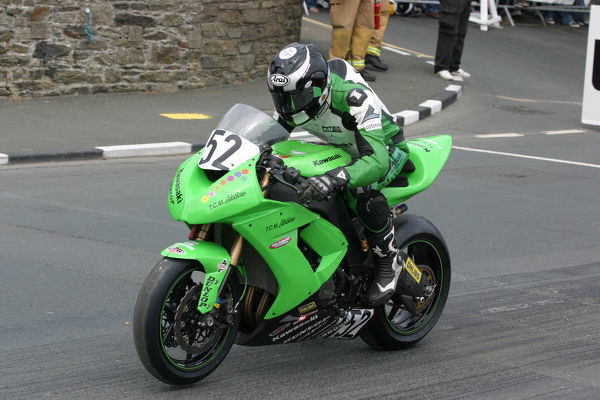 Russell Mountford (Kawasaki) starts the 2009 Superbike TT
