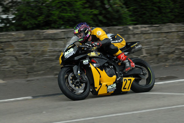 Sean Murphy (Honda) on Quarter Bridge Road: 2009 Senior Manx Grand Prix