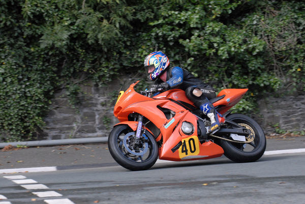 Simon Mara (Yamaha) leaves Governors Bridge: 2009 Senior Manx Grand Prix