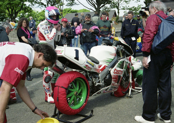 Steve Hislop and his Castrol Honda team makes themself ready for the 1994 Senior TT. This was to be Steve's last TT race; he led from flagfall to chequered flag