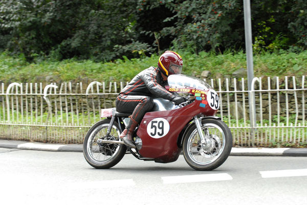 Stuart Robinson (Seeley BSA) at Braddan Bridge: 2009 Classic TT