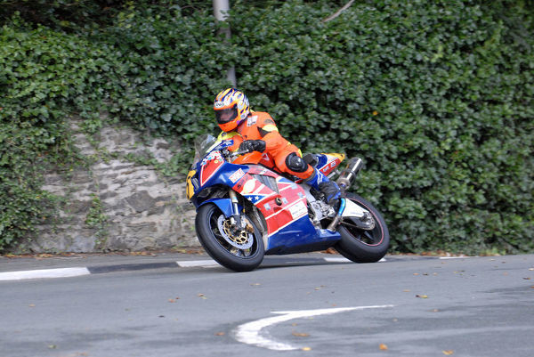 Tim Devlin (Honda) leaves Governors Bridge: 2009 Senior Manx Grand Prix