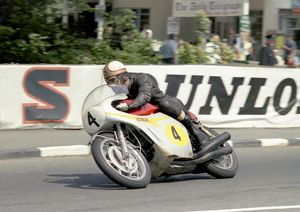 The Big Honda-4: Mike Hailwood in the 1967 Senior TT