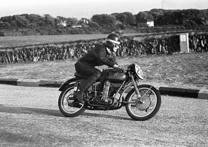 Brian Purslow (MV) 1954 Ultra Lightweight TT