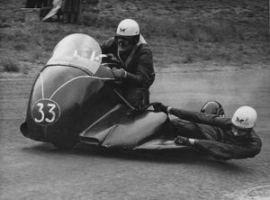 Fred Hanks & E Dorman (Matchless) Cadwell Park