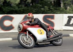 Giacomo Agostini in the 1967 Senior TT