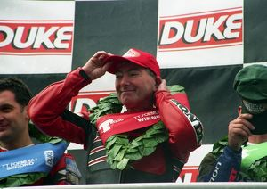 Joey the victor; 2000 Formula One TT