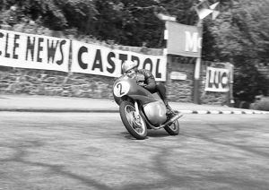 Mike Hailwood (Benelli) 1962 Lightweight TT