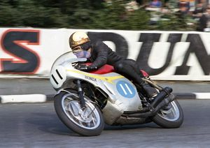 Mike Hailwood (Honda) 1966 Junior TT