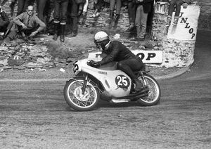 Mike Hailwood (Honda) 1966 Ultra Lightweight TT