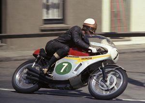 Mike Hailwood leaving Ramsey: 1967 Lightweight TT