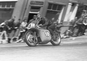 Moto Guzzi V-8 action on Bray Hill