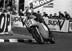 Roger Beaumont (Norton) 1966 Junior TT