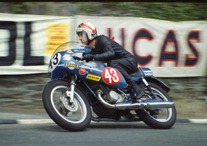 Tom Loughridge (Crooks Suzuki) 1974 Production TT
